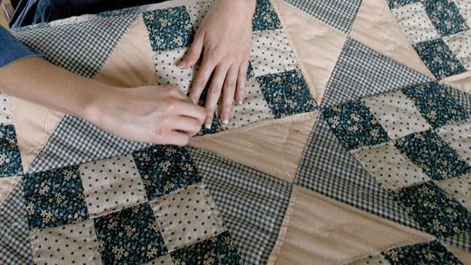 Amish Mennonite Quilt Series | Road Scholar : amish hand quilting - Adamdwight.com