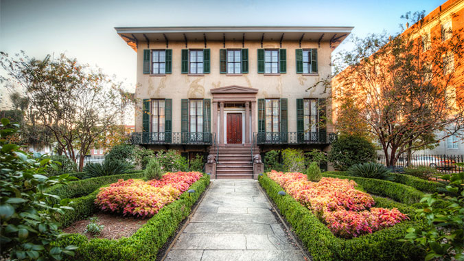 A festival of historic homes in savannah georgia for Historic houses in savannah ga